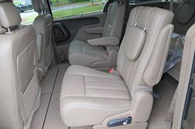 Kisbusz kölcsönzés Chrysler Town Country Belső Tér