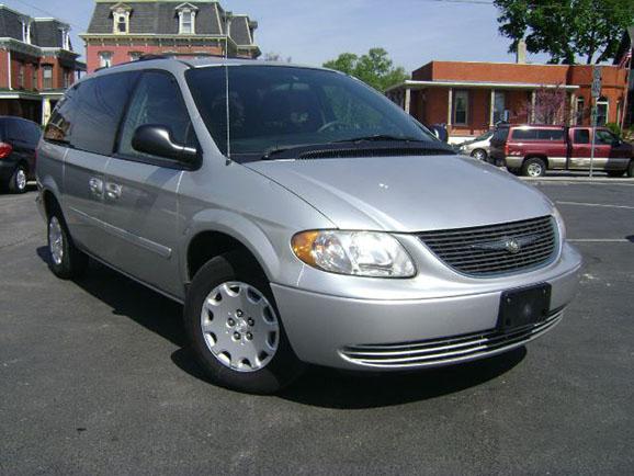 Kisbusz kölcsönzés Chrysler Town Country
