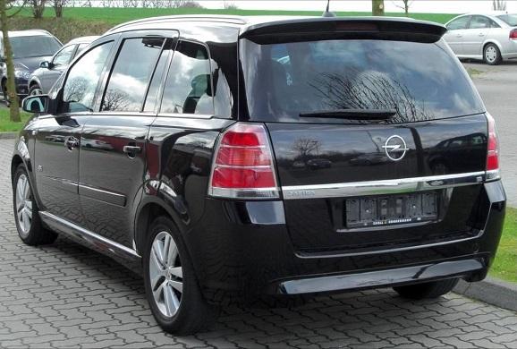 Opel Zafira személyautó bérlés
